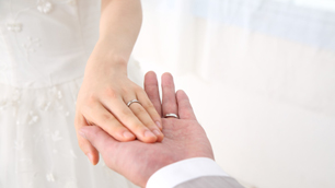あなたの指をキレイに見せてくれる指輪は、どんなデザイン?(イメージ)