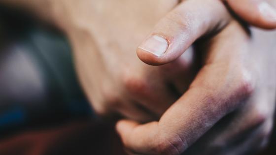 皮 親指 足 剥け の