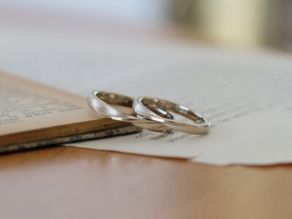 手作りブランド「サロン・ド・ルシェル」の結婚指輪と料金について