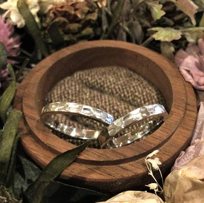 手作りブランド「横浜元町彫金工房」の結婚指輪と料金について